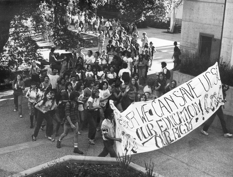 Students marching through Porter, 1980