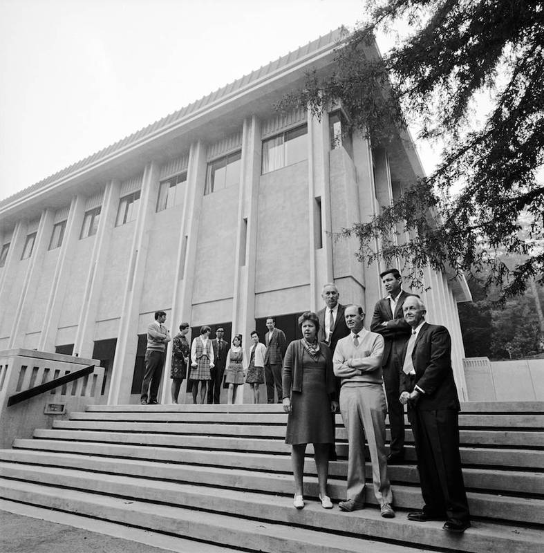 Professors Jean H. Langenheim, Kenneth V. Thimann, Harry Beevers, William T. Doyle, Lawrence R. Blinks, with graduate students, at Natural Sciences I
