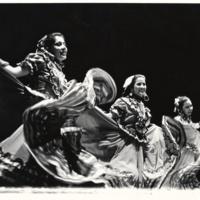 Grupo Folklórico Los Mejicas - on stage
